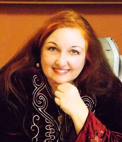 Ιρένε Μαραντέϊ, μαθήματα ανατολίτικου χορού και χειροτεχνίες